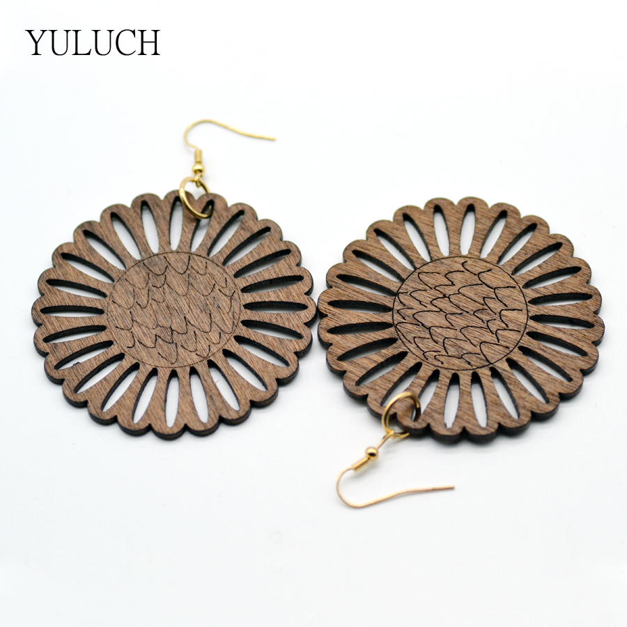 1 Pair Retail Earring for Woman 2017 New Design Good Quality Flowers Wood Flowe Earrings Jewelry Round Personality Hollow Latest