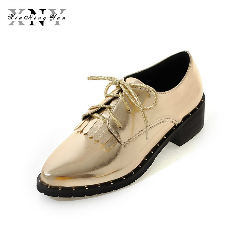 XIUNINGYAN Fringe Oxfords British Style Carved Flats Brogue Shoes Woman Patent Leather Pointed Toe Platform PU Shoes for Women hee grand 2017 new women oxfords british pu patent leather platform flats spring round toe slip on casual shoes woman xwd3511