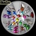 BlueZoo 24 pcs/Roda Da Arte Do Prego 3D Decoração Diamond-shaped De Vidro Imitação Strass Prego Parafuso Prisioneiro DIY Dica de Beleza Acessórios de maquiagem