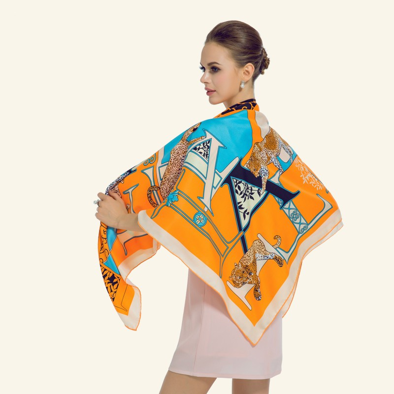 Luxury-Women-Brand-Silk-Scarf-Fashion-Leopard-Flower-Letter-Lady-Shawl-130cm-Big-Square-Pashmina-Hot (5)