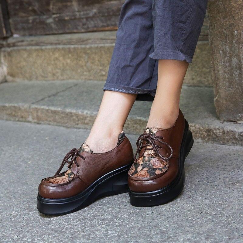 Ayakk.'ten Kadın Pompaları'de Kadın Nakış Pompaları Hakiki Deri 6 CM Yüksek Topuklu Kama Ayakkabı Sonbahar 2018 El Yapımı Yumuşak Deri rahat ayakkabılar Kadınlar Lace Up'da  Grup 3