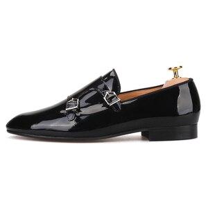 Image 2 - Piergitar 2019 nowy czarny kolory ze skóry lakierowanej mężczyźni ubierają buty z metalowa klamra moda imprezę i wesele męskie mokasyny plus rozmiar