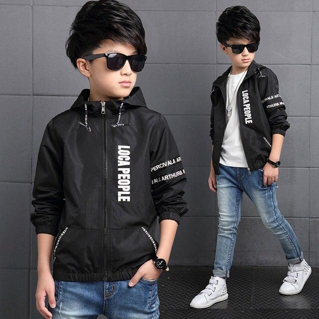Для маленьких мальчиков Весенние жакеты с принтом букв 2 цвета пальто Детская куртка регулярные верхняя одежда с капюшоном Детская куртка для Одежда для мальчиков