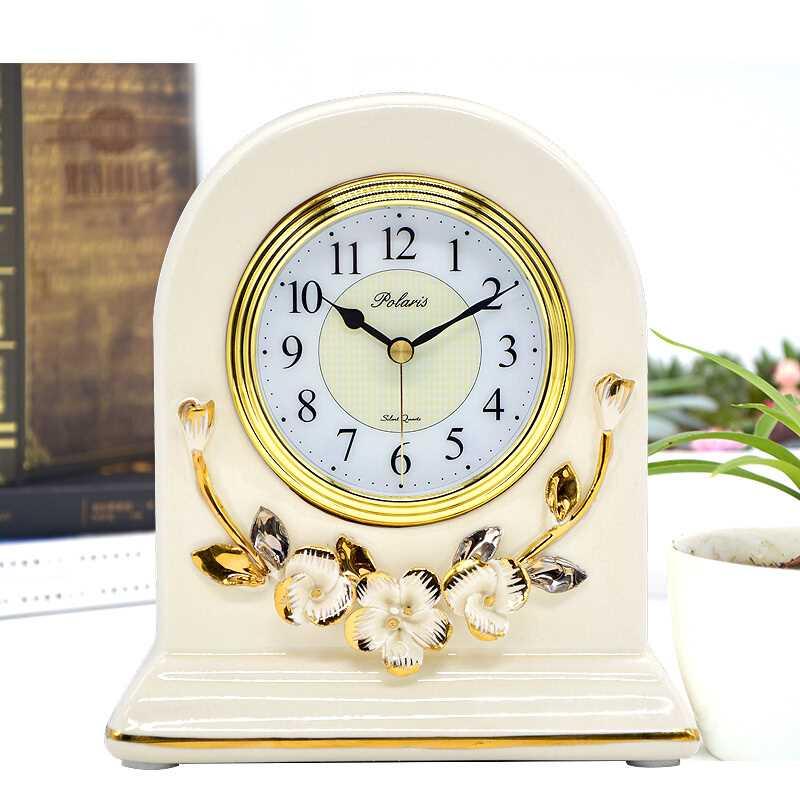 Ev ve Bahçe'ten Masa ve Sehpa Saatleri'de Vintage Beyaz Seramik çiçek Çiçek Tasarım Ayakta Dilsiz Masa Masa Saati'da  Grup 1