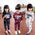 Мода новые дети одежда устанавливает Цвет Краски Письма С Длинным Рукавом Свитера + Брюки Спортивный Костюм детская одежда набор детский большой