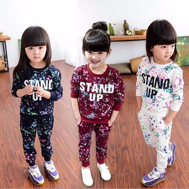 La moda de nueva ropa de niños sets Cartas Pintura Del Color Suéter de Manga Larga + Pant Deportes Traje niños que arropan el sistema kinder gran