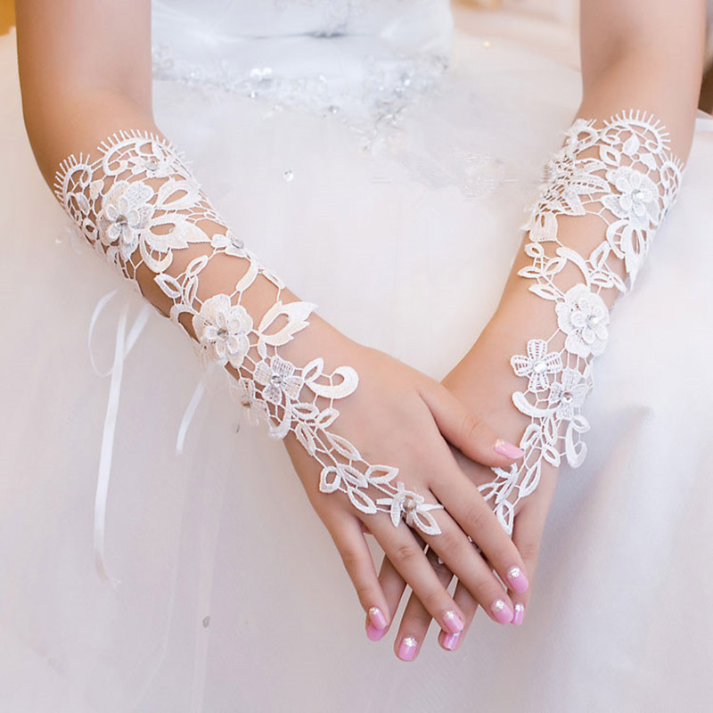 2019 White Woman Lace Wedding Gloves Elbow Length Long Lace Appliqued Crystal Beaded Wedding Gloves Fingerless Guantes Boda