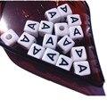 Frete Grátis Mini Ordem 100 PCS 10*10 MM Cubo de Acrílico Carta Beads Alfabeto Único Uma Impressão Quadrado Branco pulseira de Contas de Jóias