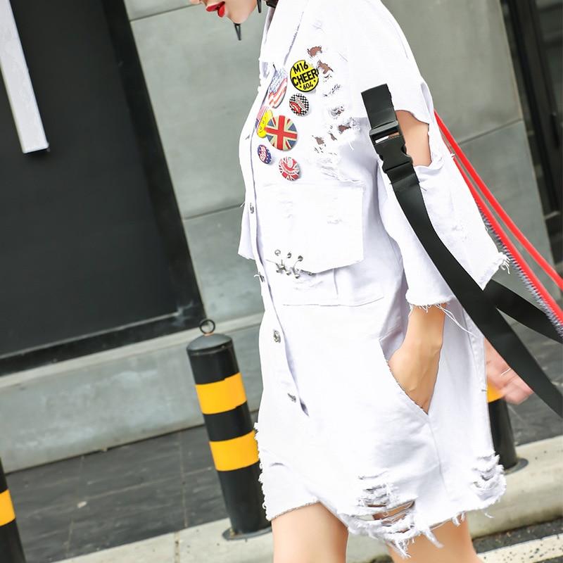 2018 biały Jean kombinezony kobiet odznaki pomponem dziura denim kombinezon dorywczo luźne jeansy wstążka salopette luźne playsuit LT440S20 w Kombinezony od Odzież damska na  Grupa 3