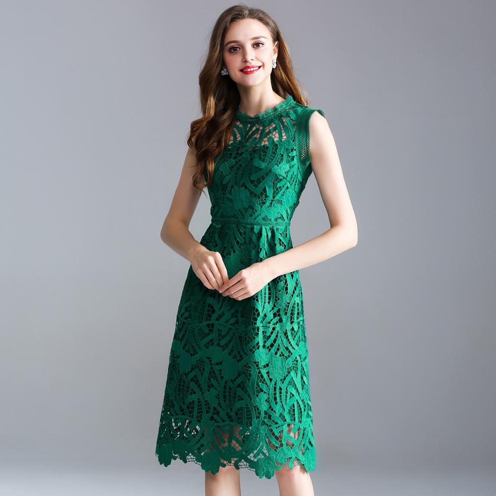 Kadın Giyim'ten Elbiseler'de 2019 yaz yeni Avrupa ve Amerikan büyük boy kadın düz renk kolsuz ajur nakış dantel Bir kelime elbise'da  Grup 1