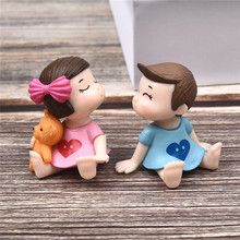 2Pcs Little Lovers Couple Figurines Miniatures Fairy Garden Gnome Moss Terrariums Resin Crafts Table Decoration