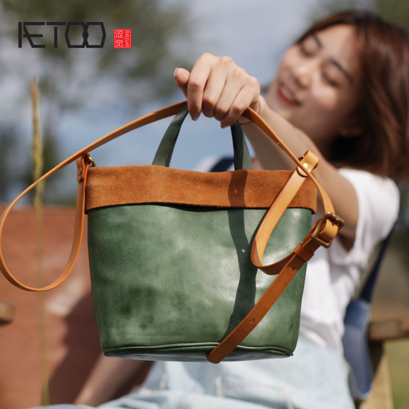 AETOO The first layer of soft cowhide green bucket bag retro small fresh women's bag summer new color leather small bag aetoo spring and summer new leather handmade handmade first layer of planted tanned leather retro bag backpack bag