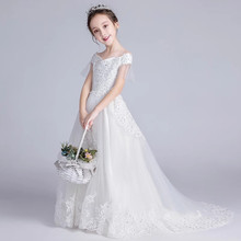 ac7e2f37f8a22 Bebek Çocuk Lüks Katı Beyaz Gelinlik Çiçekler Düğün Kuyruklu Tül Kabarık  Gelinlik Elbise Kız Doğum Günü Akşam Parti Dantel Elbis.