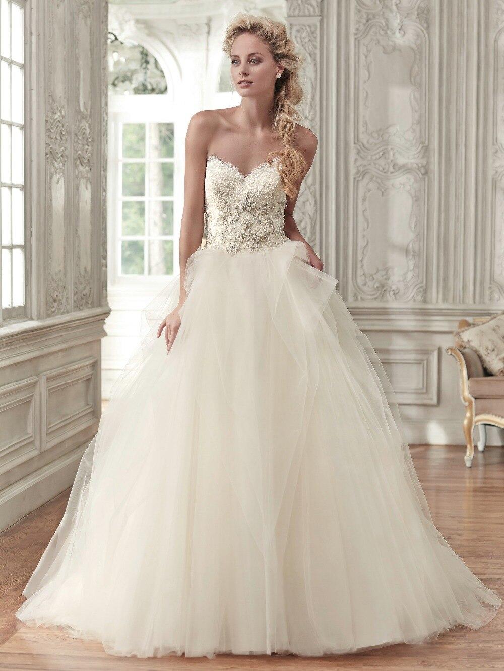 Stunning Ball Gown Wedding Dress Tulle Skirt Sweetheart Neckline ...