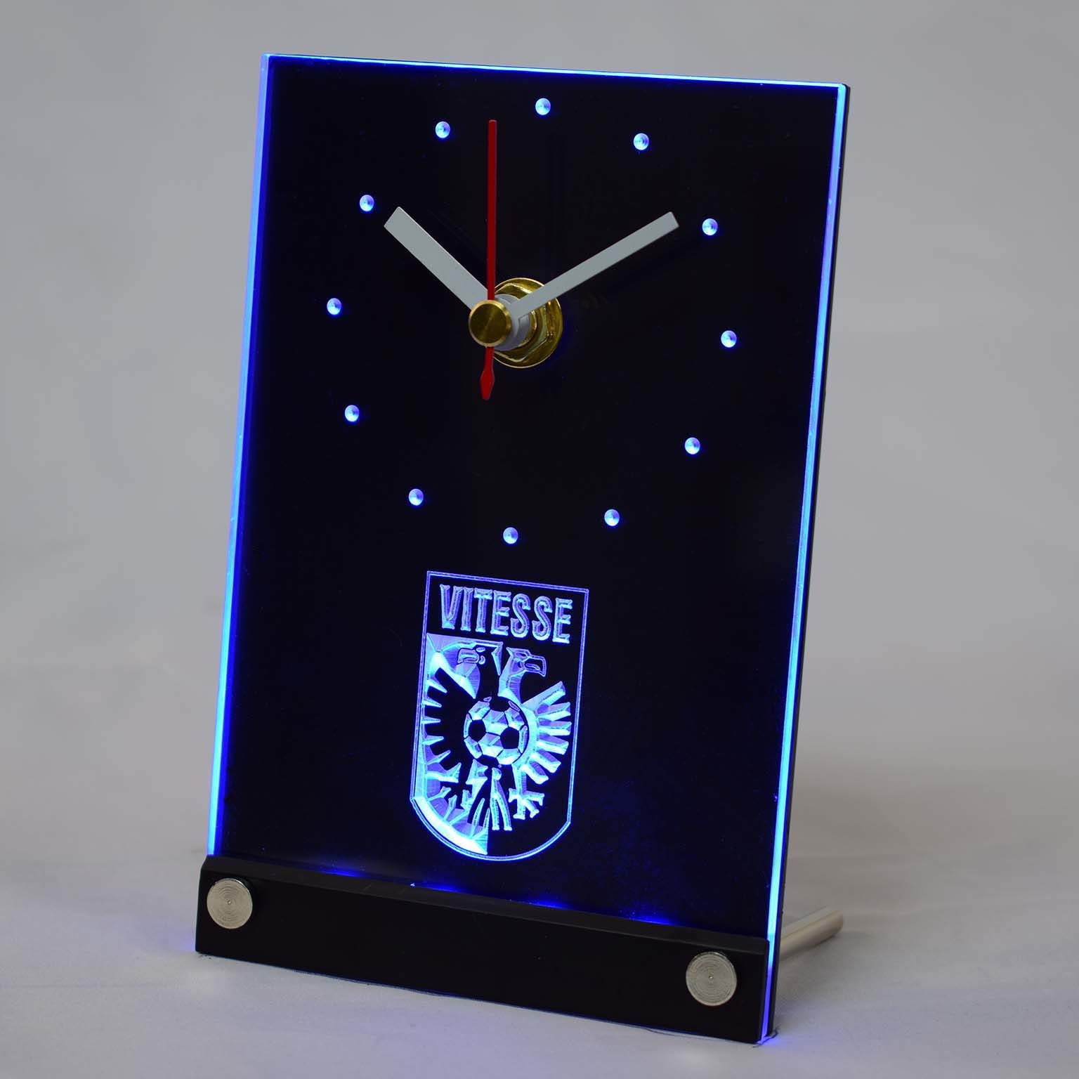 Tnc1009 Vitesse Arnhem Stichting Betaald Voetbal néerlandais Eredivisie 3D LED Table horloge de bureau