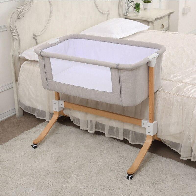 Lit de bébé de style européen multifonctionnel nouveau-né en bois massif lit de chevet portable épissé