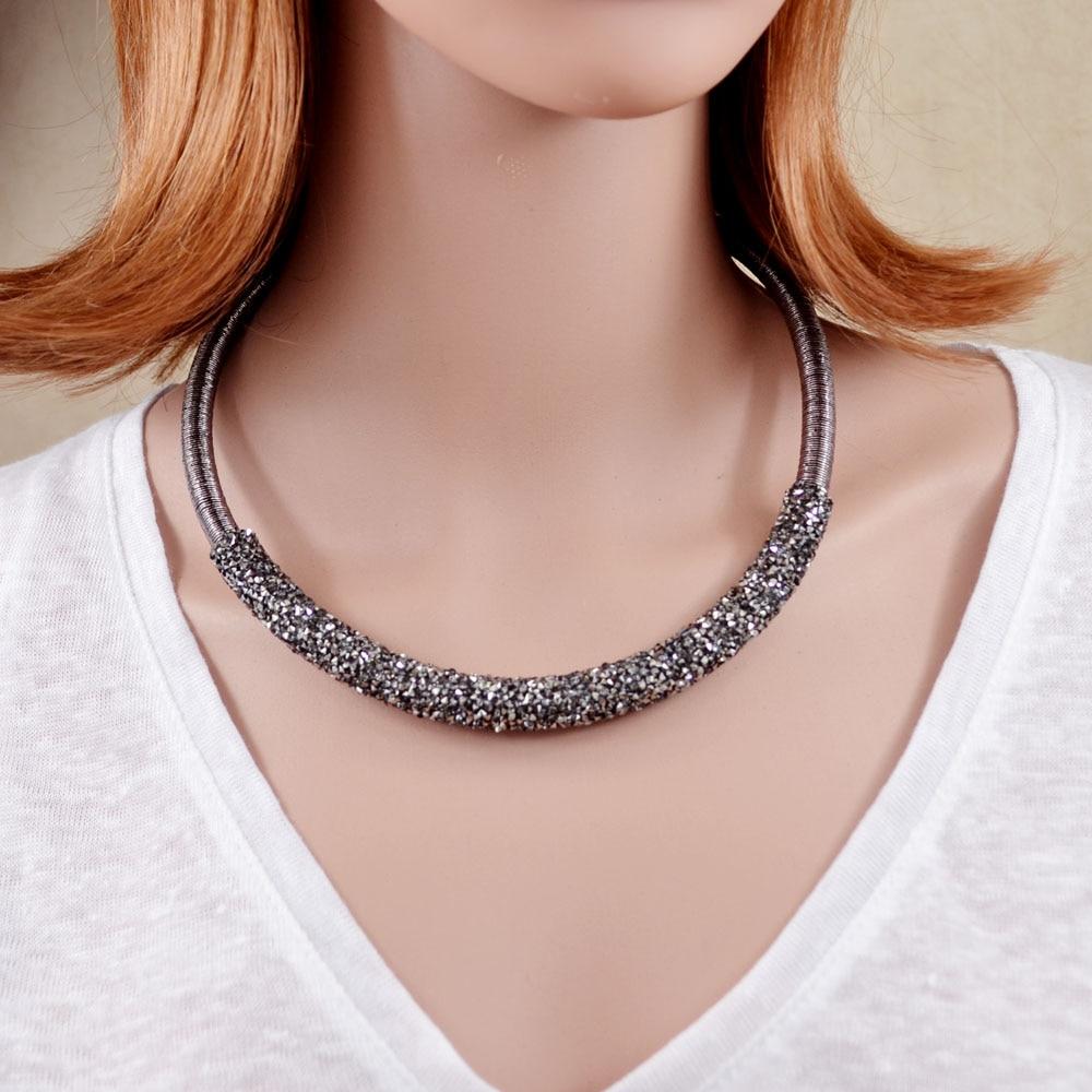 Nuevo diseño Collar Gargantilla Collar Cuerda Enrollada Cadena Decorado Rhinestones completos Collar Collar Torques