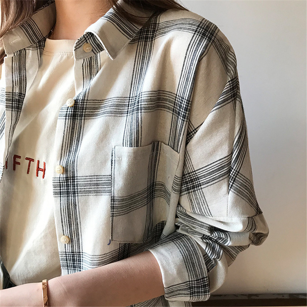 Big Loose women plaid blouses shirts 2018 Women Office Air Conditioner Blouse Shirt Female Outerwear Casual Pocket Shirts (31)