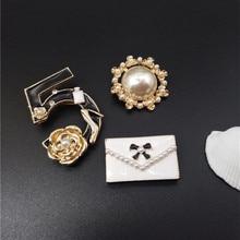 Фотография Free Shipping Lady Fashion Letter 5 Brooch Handbag Pearl Female Hat Handbag Coat All Match Antique Brooches