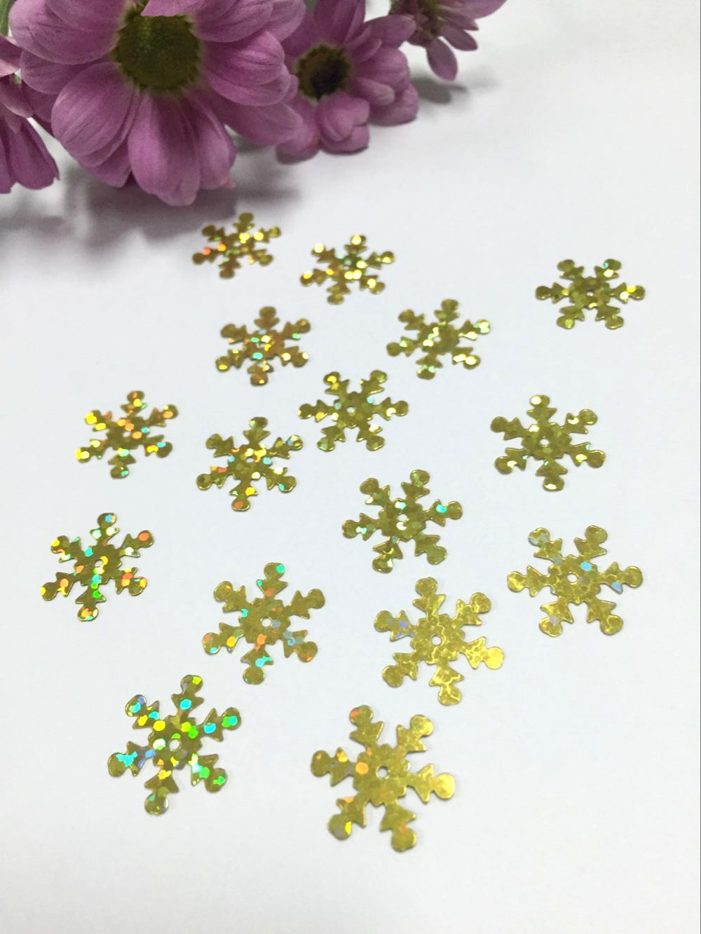 500pcslot 25mm Snowflake PVC Sequins With 1 Center Hole Christmas Gift DIY Clothes Navidad Ornaments Laser Gold Snow
