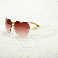 Oversize Sunglasses Red Heart Shape Sun Glasses for Women Decoration Eyewear Beauty Equipment for Ladies Vintage Shades 012H