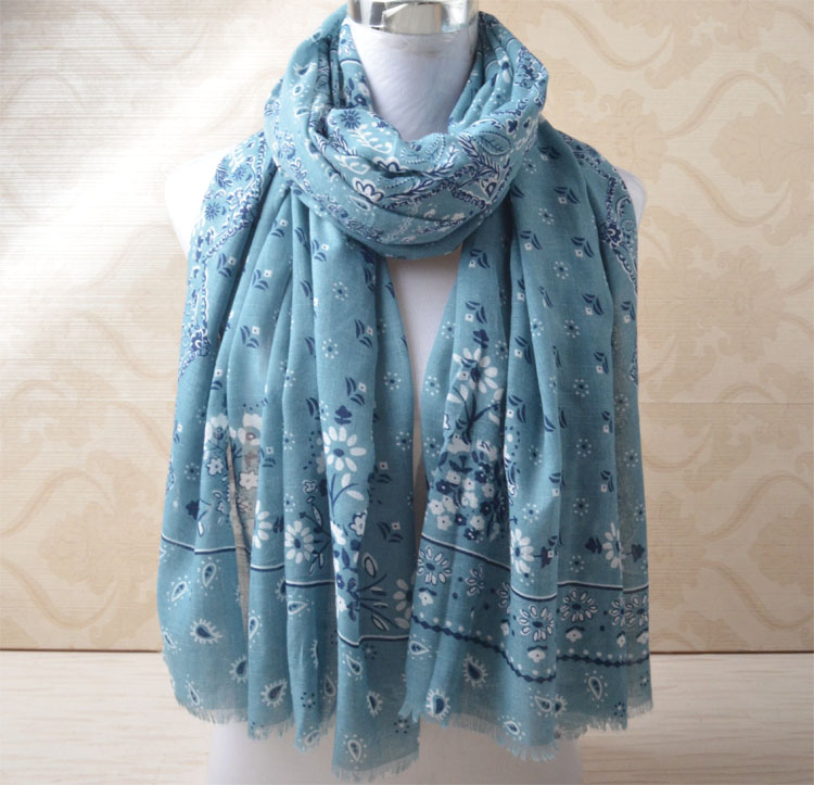 Winter cotton viscose shawl,Muslim hijab,flower   scarf  ,muffler,plaisey head   scarf     wrap  ,british style,bandana,cape,floral hijab