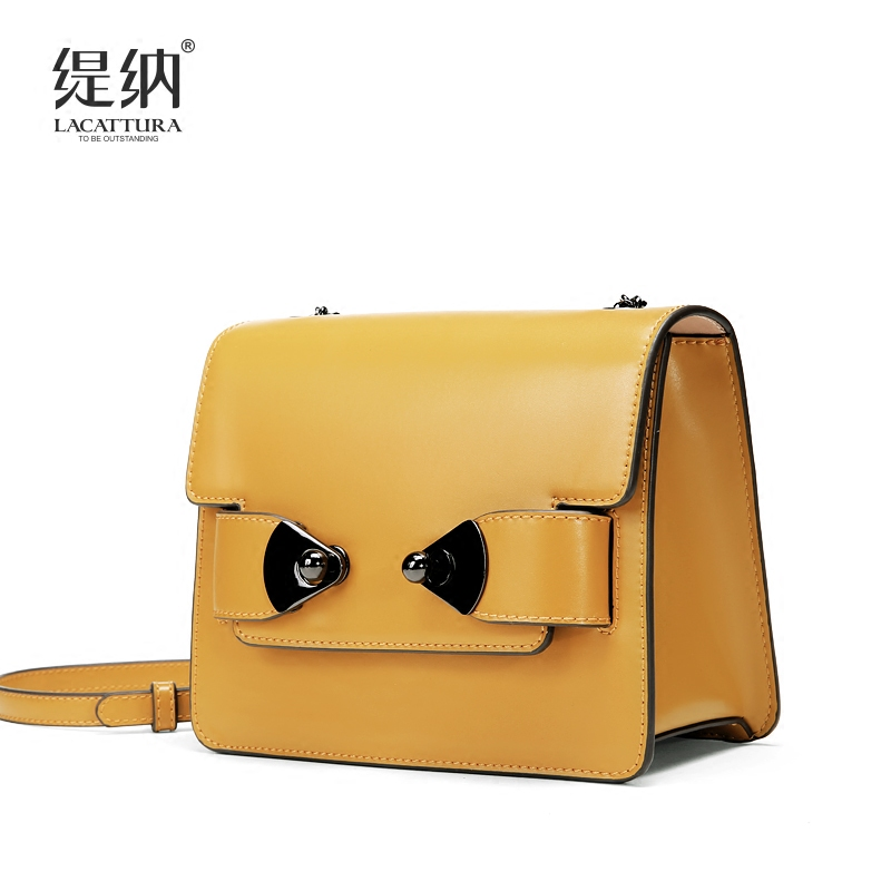 2018 new Chain small bag Korean version of the tide personality fashion wild chic small square bag Shoulder Messenger Bag clasp shiny crystal shell handbags korean version of the new fashion personality wild casual shoulder messenger bag