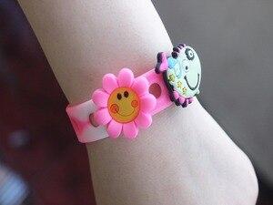 Image 2 - 100 teile/los Doc Schuh Charms zubehör, schuh dekoration fit Clog für kinder geschenk