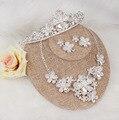 Nuevo diseño de la flor de perlas de cristal de Novia 3 unids conjunto Tiara del pendiente del collar Nupcial conjunto joyería de la boda accesorios mujeres