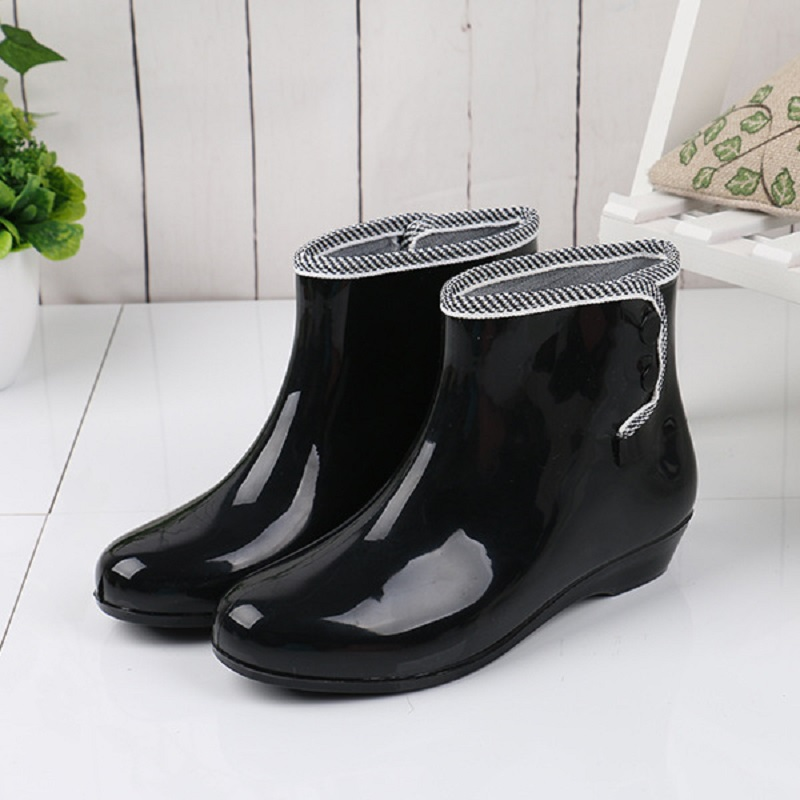 купить Rain boots women waterproof rain shoes buttons rubber boots with plush for winter slip on women ankle boots 8e10 онлайн