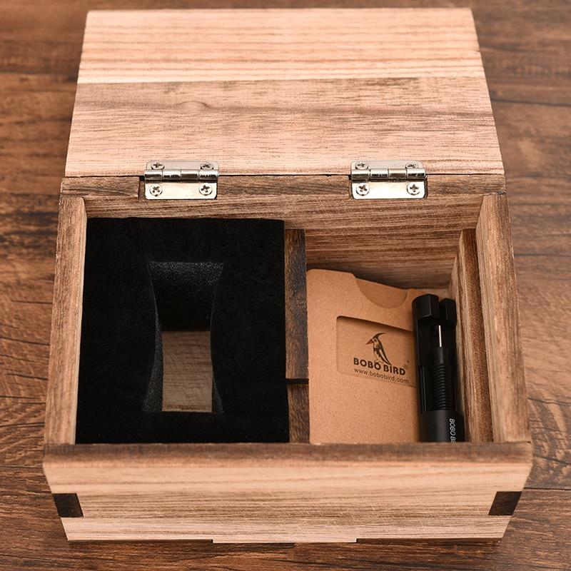 aço na caixa de madeira presente