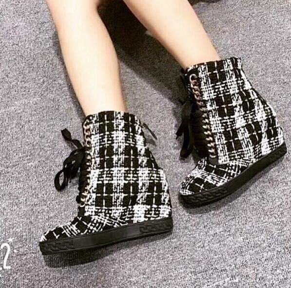 2018 осень Горячая плед Для женщин на шнуровке Повседневная обувь на танкетке Золотые Цепи Дамская мода круглый носок вулканическая обувь ув