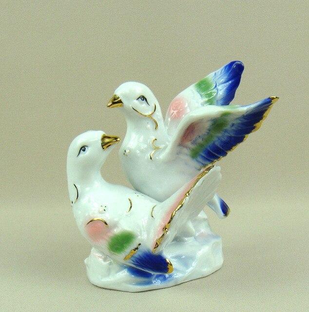 ad28e2af52d0 Romantique Porcelaine Pigeon Amateurs Figurine Doré Céramique Colombe  Couple Amour Statue En Souvenir Artisanat Présent Ornement