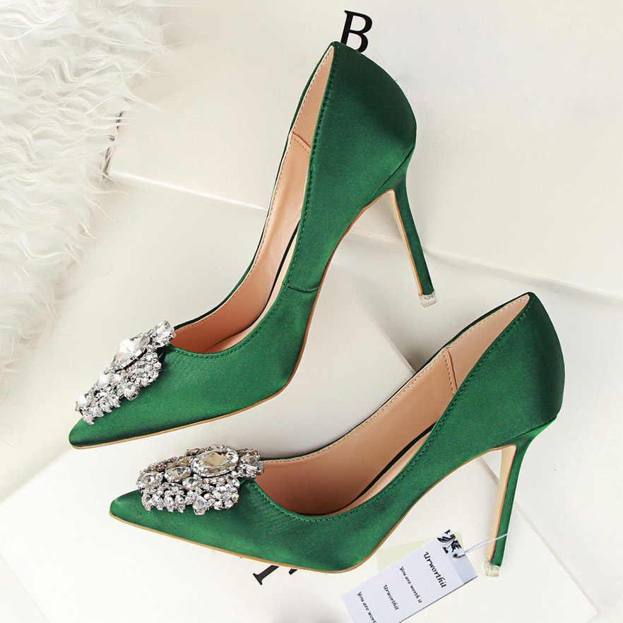 2018 Women Fashion 10cm High Heels Female Diamond Silk Wedding Satin Pumps  Lady Crystal Scarpin Bridal 2a865aa495f9