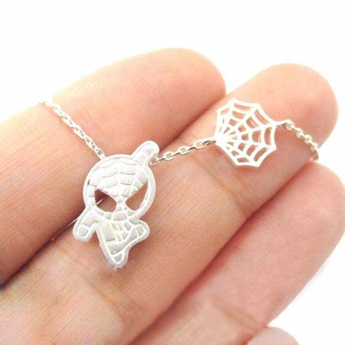 Stokrotki 10 sztuk/partia złoty srebrny Spider-Man i Web Shaped naszyjnik charms Marvel superbohaterowie dla kobiet biżuteria collier femme