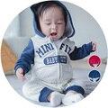 Письмо стиль Бренда Хлопка младенца Осень с длинным рукавом с капюшоном ползунки, новорожденных девочек мальчиков ползунки осень и зима новорожденных toddle одежда