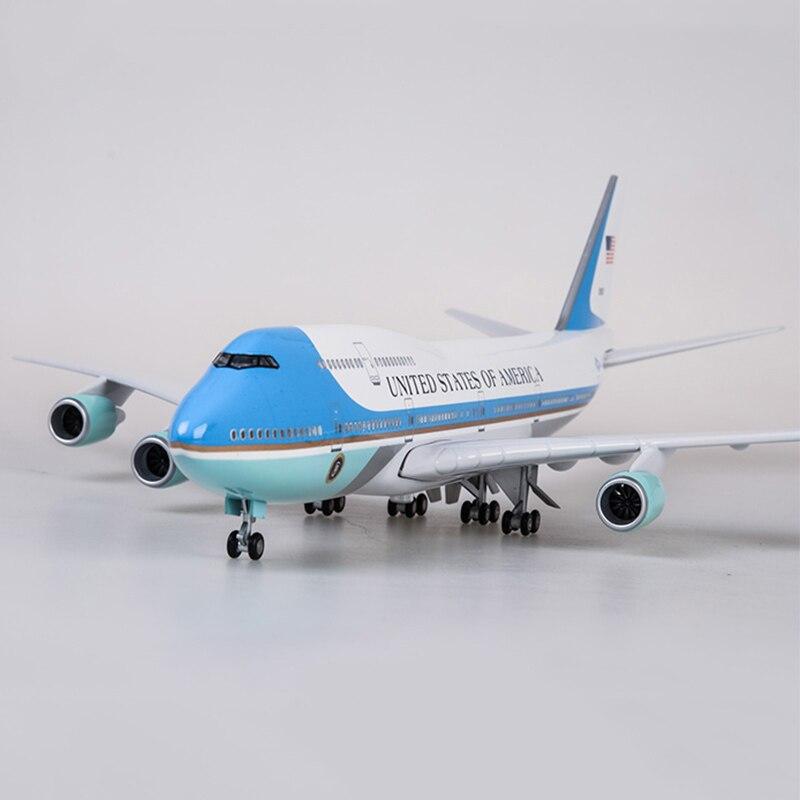 Modelo de avión de 47cm juguetes modelo boeing 747 air force one modelo de avión con luz y rueda 1/150 Escala de plástico fundido de aleación de avión-in Troquelado y vehículos de juguete from Juguetes y pasatiempos    1