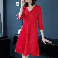 2018 Spring Dress New European Temperament V Collar Seven Point Sleeve Size Slim Miyake Fold Dress