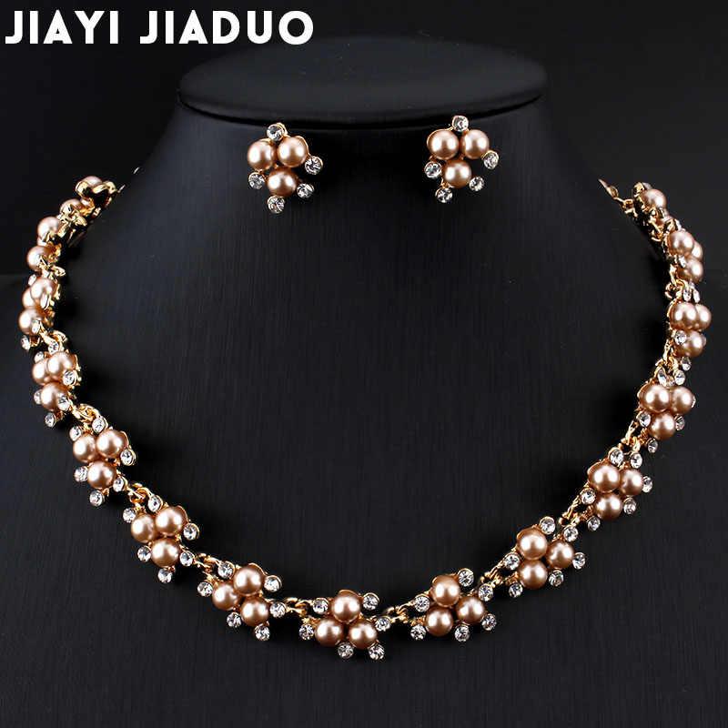Jiayijiaduo Gaun Malam Pernikahan Mutiara Imitasi Perhiasan Set Kalung Anting-Anting untuk Pesona Wanita Pakaian Aksesoris Warna Emas