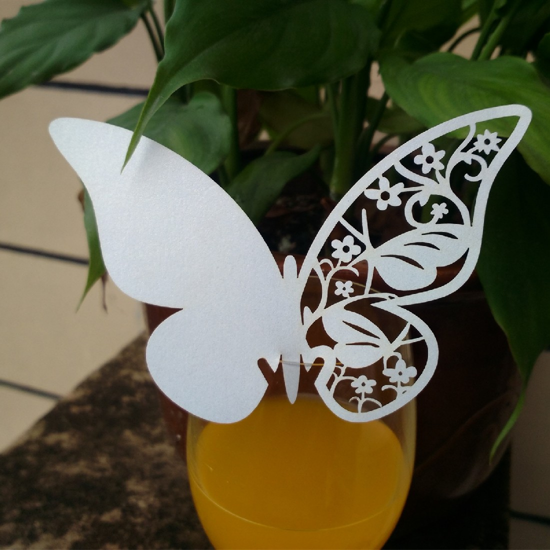 New Hot 10pcs/set Ice White 3D Butterfly Place Cards Glass Laser Cut Wedding Party Home Decoration Wholesale high quality