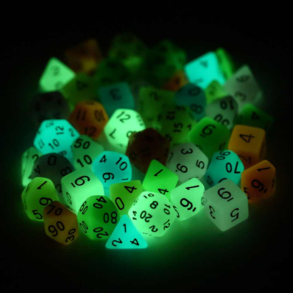 7 pcs/lot dés lumineux brillant dans le jeu de dés sombre D4/6/8/10/10%/12/20 pour jeu de société