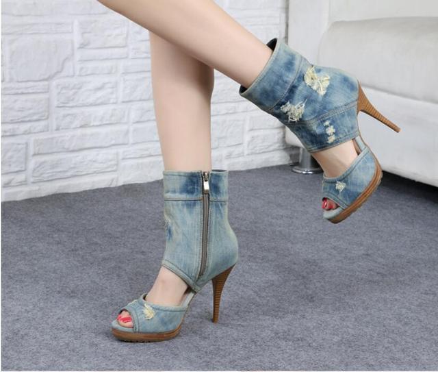 5053cc7c5 € 61.3 47% de réduction|Chaude Bleu Femmes Denim Mi mollet Bottes Casual  Peep Toe Stiletto talons Pompes Ruban Cowboy Chaussures Haute Talons Zip ...