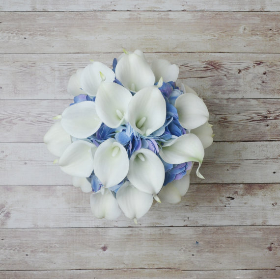 Купить с кэшбэком white cala lily and blue Hydrangea Wedding Bouquet Accessories Prom Party Decoration Wedding Bouquet Flower Brides Wedding