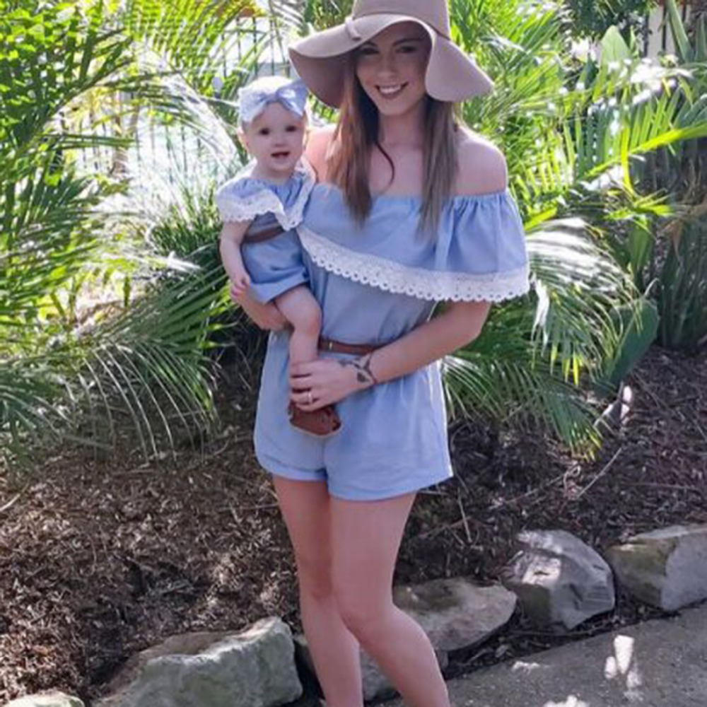 Musim Panas Baru Ibu Dan Anak Anak Memakai Gaun Bayi Dan Orang Tua