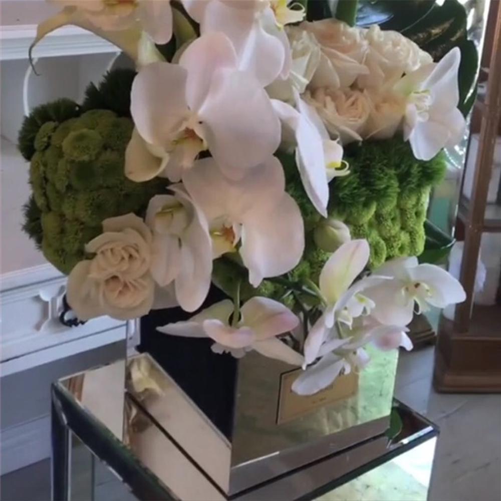Aila Acrylic Flower Delivery Box With Mirrors For 9 Flowers Without