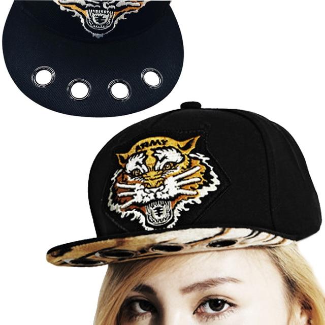 2018 Baru Tiger Bordir Snapback Topi Fashion Pria Wanita Topi Baseball  Hitam Brim Lubang Hip Hop e94e8cf2e7