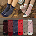 Venta al por mayor calcetines huellas de gato de dibujos animados de moda de algodón a rayas Calcetines Del color Del Caramelo de las mujeres de rayas meias calcetines