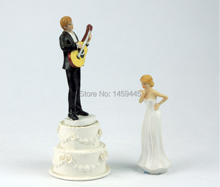 wedding cake topper groom playing guitar 5885 serenade guitar groom amp wedding 26331