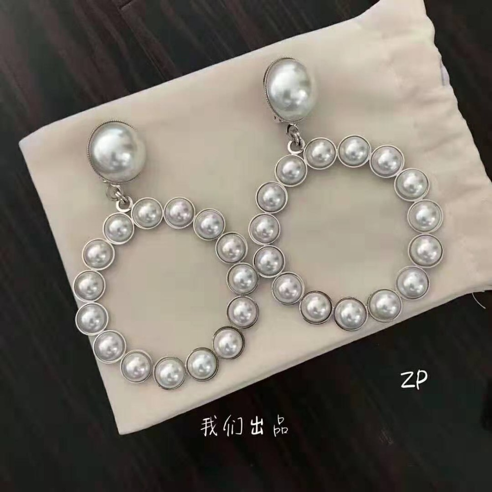 2019 New Korean Fashion Sweet Pearl Earrings Shaped Hollow Exaggerated Earrings For Women e544