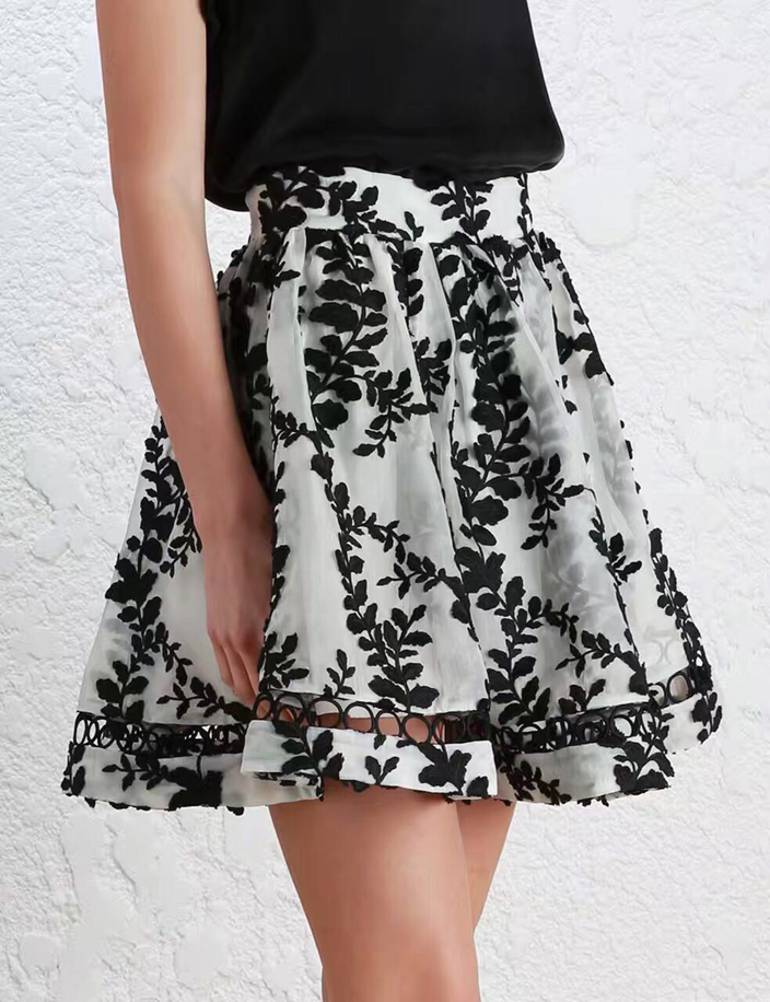 2017 Spring Summer Woman Luxury Gorgeous Silk pleated Mini Skirt with Black floral embroidery Crochet detail Short Skirts